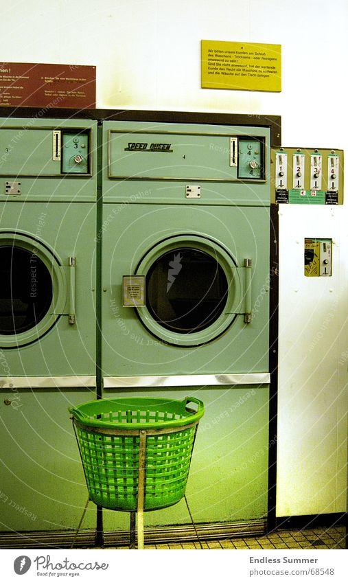 Speed Queen grün dreckig retro Sauberkeit DDR Waschmaschine old-school Wohngemeinschaft Waschsalon