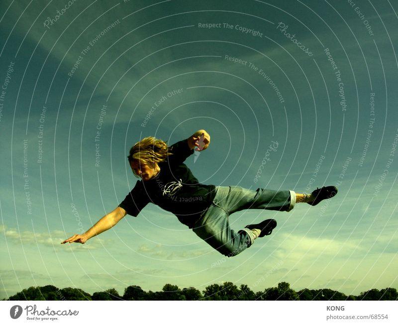 es liegt wer in der luft Himmel springen Fußballer fliegen Luftverkehr fallen Schweben lässig hüpfen Hongkong Torwart abgehoben Sportler