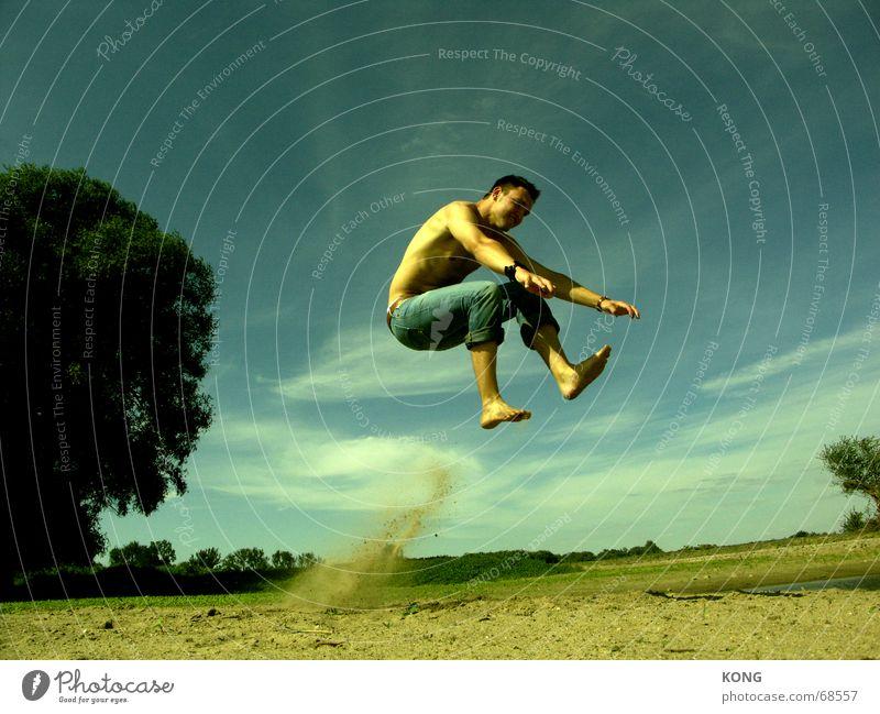 invisible motorcycle Gras Wiese grün springen hüpfen abgehoben Himmel Torwart Schweben lässig Hongkong Sommer Strand Staubwolke blau Luftverkehr fly flight