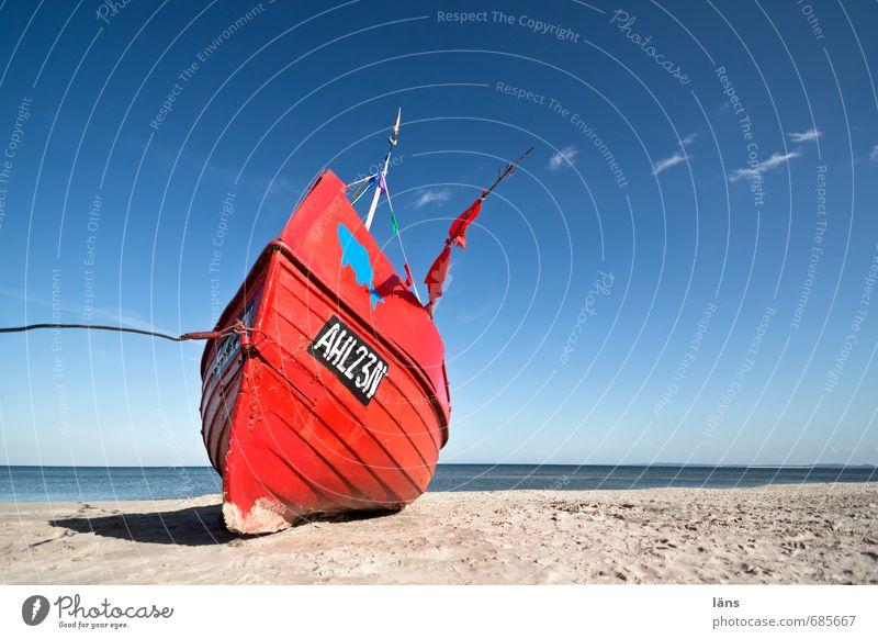 Rotes Boot am Strand Ostsee Menschenleer Meer Usedom Ferien & Urlaub & Reisen Tourismus Sand Sommerurlaub maritim Küste Schönes Wetter