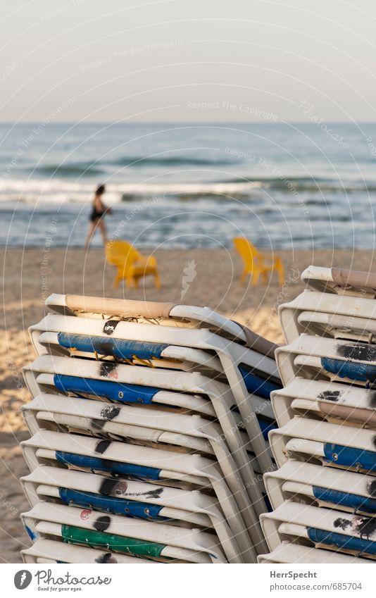 Vorsaison Ferien & Urlaub & Reisen Tourismus Sommerurlaub Strand Schwimmen & Baden feminin Frau Erwachsene 1 Mensch 30-45 Jahre 45-60 Jahre Küste Meer