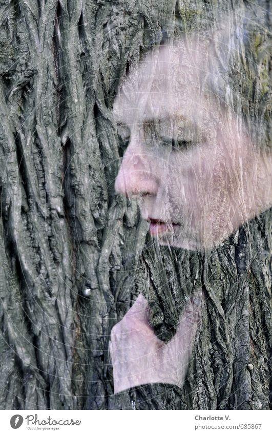 Nachdenklich Mensch Frau Natur Baum Tier schwarz Gesicht Erwachsene Traurigkeit Gefühle feminin grau Holz Denken natürlich außergewöhnlich