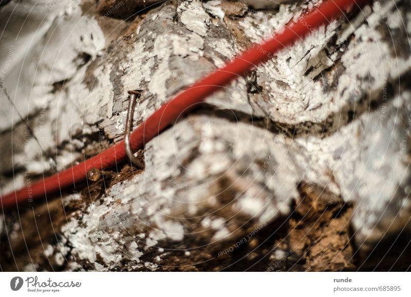 Nagel Renovieren Keller Dachboden Handwerker Kabel Holzbrett Ruine braun rot weiß Kraft Mut Sicherheit Hilfsbereitschaft Ehrlichkeit standhaft anstrengen