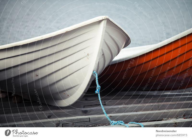 Liegeplatz blau weiß rot ruhig Küste Wasserfahrzeug Zusammensein Seil Güterverkehr & Logistik Kunststoff Schifffahrt Steg Anlegestelle harmonisch Mobilität Angeln