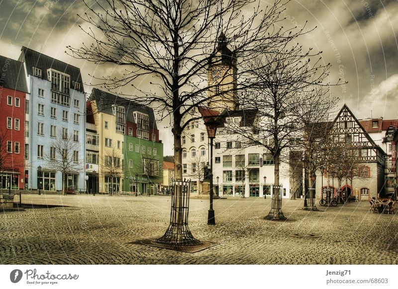 Leergefegt. Baum Stadt Haus Leben Platz Häusliches Leben Thüringen Kopfsteinpflaster Markt Marktplatz Verkehr Jena