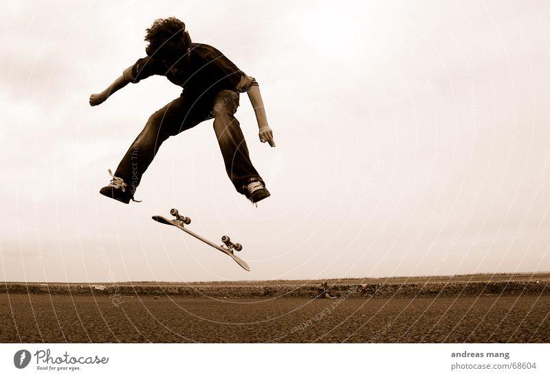 Nollie Heelflip Skateboarding Salto springen fliegen Stil Trick Aktion Sport extrem Junge boy Parkdeck nollie heel Straße fly flying stylish Kind Dynamik