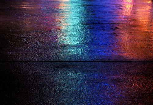 Asphalt Jungle Licht nass Stadt Nacht Farbenspiel Platz reflektion Beleuchtung Abend nachhauseweg Straße Bodenbelag city lights Regen
