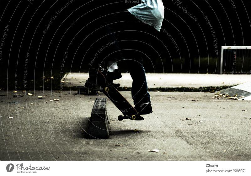 frontside boardslide Sport springen Stil Bewegung Aktion Skateboarding Dynamik lässig Trick Funsport Parkdeck Rock `n` Roll Stunt