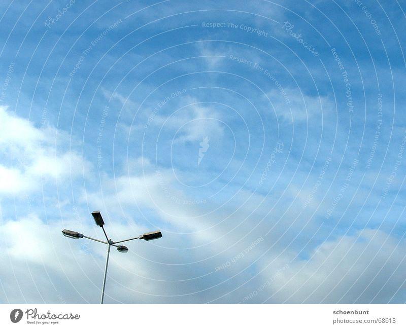 schoenbunt01 Himmel Wolken Lampe Freiheit Laterne Parkplatz Straßenbeleuchtung losgelöst