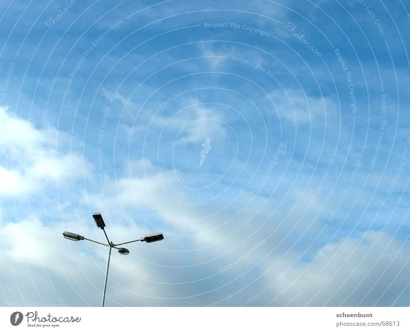 schoenbunt01 Wolken Laterne Straßenbeleuchtung Parkplatz Lampe losgelöst Himmel Freiheit