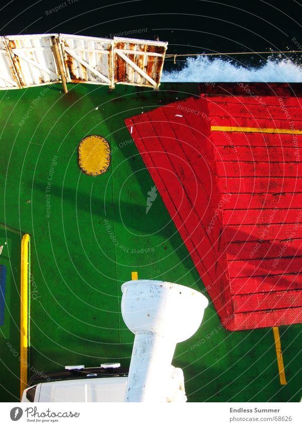 Seelenverkäufer Wasser grün rot Wasserfahrzeug Stahl Eisen Fähre