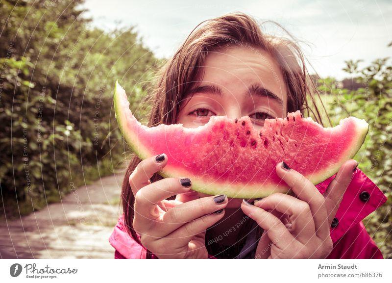 Angebetete Melone Wassermelone Frucht Essen Picknick Gesunde Ernährung Ferien & Urlaub & Reisen Mensch feminin Jugendliche 1 13-18 Jahre Kind Natur Park Straße