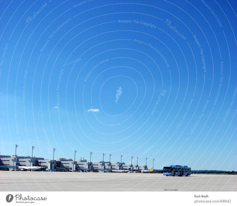 jeder urlaub beginnt am flughafen.. Himmel Ferien & Urlaub & Reisen Flugzeug Beginn mehrere Asphalt Flughafen Bus viele kommen Abheben Schalter
