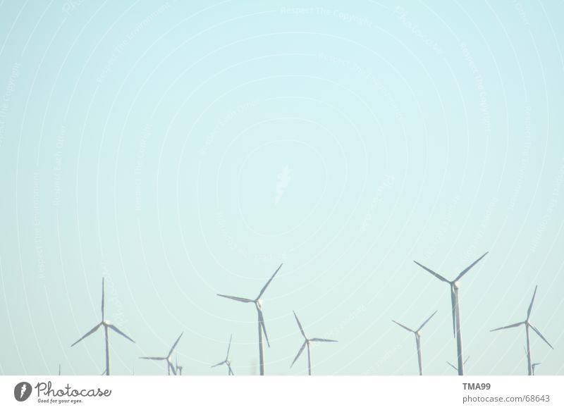 Metall - Zwerge Himmel blau Landschaft Stimmung Energiewirtschaft Technik & Technologie Schönes Wetter Windkraftanlage ökologisch Blauer Himmel Erneuerbare Energie