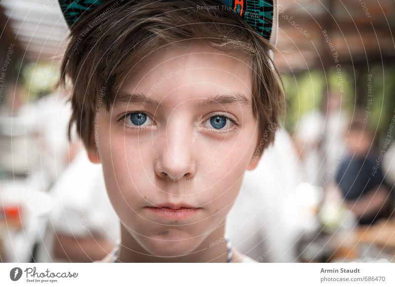 Porträt mit Basecap Mensch Kind Jugendliche schön Denken Kopf Stimmung maskulin Lifestyle Kraft Zufriedenheit Kindheit beobachten Coolness Freundlichkeit