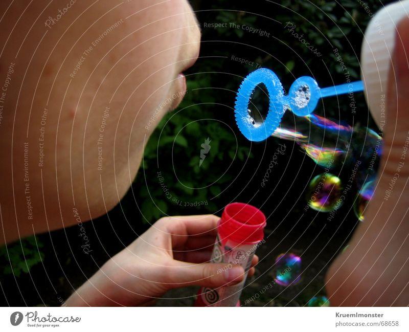 Seifenblase Mädchen Sommer blasen Physik Mund Freude Wärme