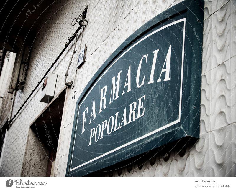 Farmacia Popolare Fassade Italien sign pharmacy street insignia building Mauer