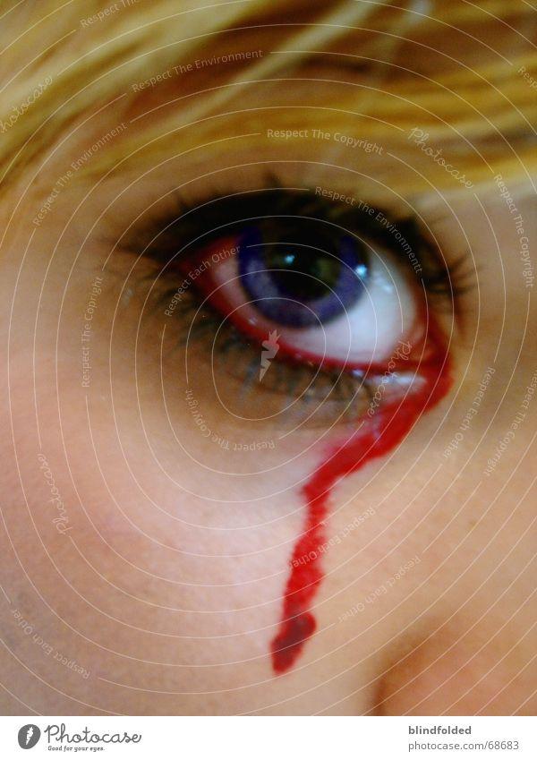 my eyes burn... Auge Haare & Frisuren blond Trauer Schmerz Blut weinen Tränen