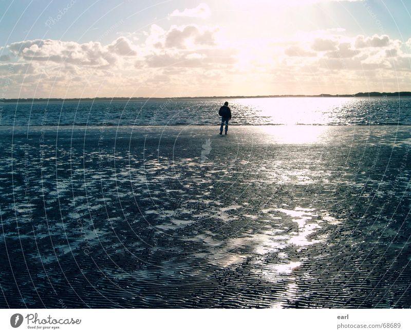 Friesenstille Mann Wasser Himmel Sonne Meer blau Ferien & Urlaub & Reisen ruhig Wolken Ferne Erholung Herbst Wind Horizont Insel Spiegel