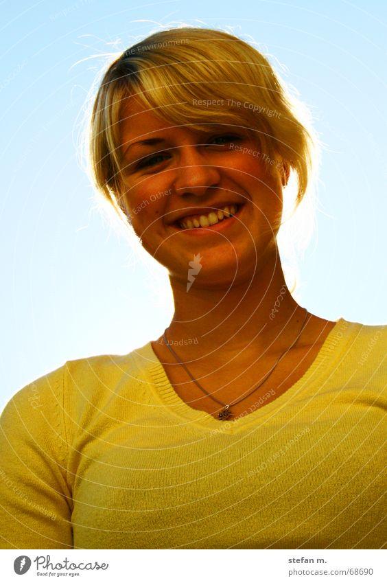 wenn die sonne scheint... Frau Himmel Sonne blau Freude Auge gelb Glück lachen blond Zähne