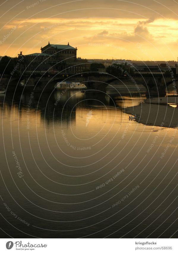 elbeabend die 2. Dresden Stadt Gebäude Bekanntheit Wasserfahrzeug Stimmung Reflexion & Spiegelung Wolken Elbe Fluss Brücke Altstadt Sonne Himmel Abend Mensch