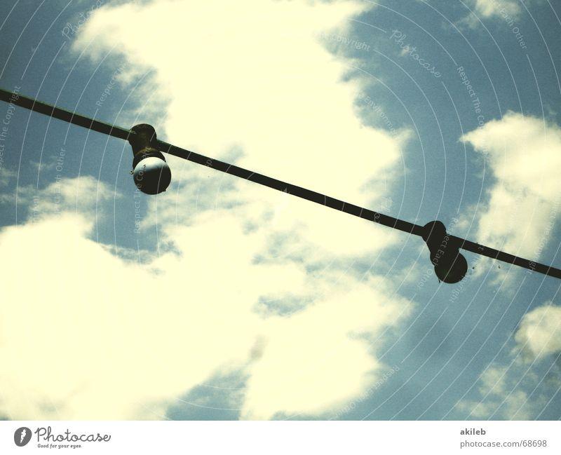 Sterne Sommer Lampe Wolken mehrfarbig grün Elektrizität elektrisch elektronisch schwarz Himmel Beleuchtung blau Kabel