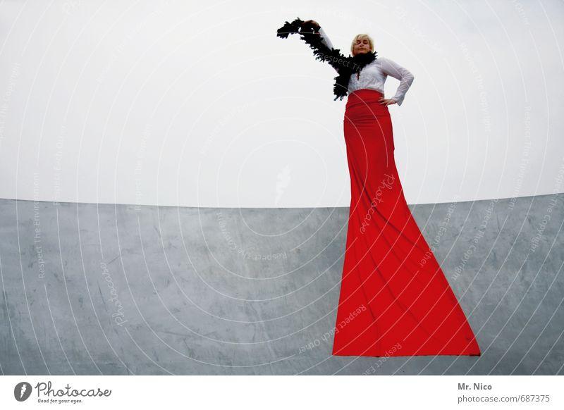la diva Lifestyle elegant Stil feminin Frau Erwachsene 1 Mensch Hemd Stoff rot Diva Boa Körperhaltung schön Filmstar Taille Lebensfreude Theater Accessoire