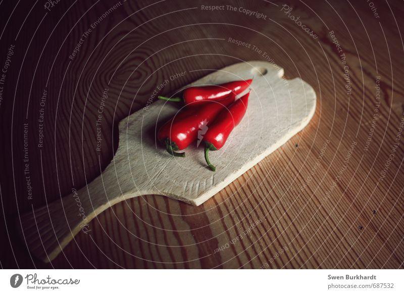 red hot chili rot Gesunde Ernährung Holz Gesundheit Essen Lebensmittel gefährlich Spitze Scharfer Geschmack Fisch Gemüse Stengel Bioprodukte Frühstück Holzbrett