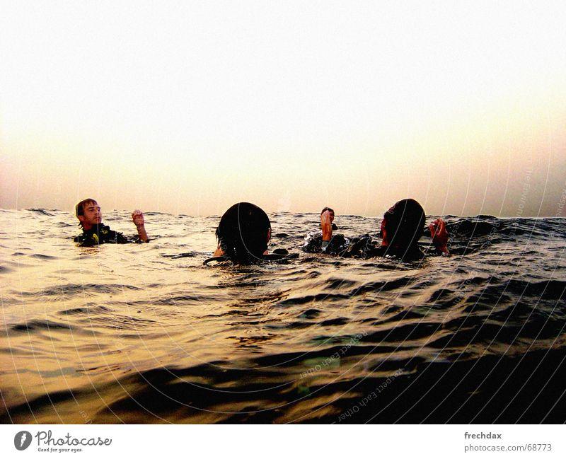 Open Water tauchen Abenddämmerung Thailand Taucher Meer Meerwasser sprechen Farbverlauf Oberfläche similan islands divemaster 4 taucher im wasser Wasser