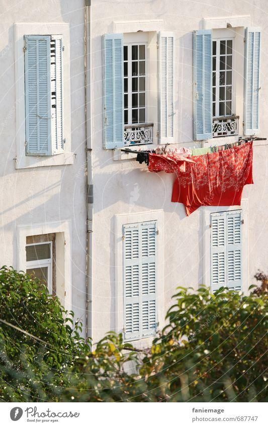 luftgetrocknet Stadt Hafenstadt Mauer Wand blau grün rot weiß mediterran hell Wäsche Bettlaken Waschtag Marseille Südfrankreich Frankreich Provence