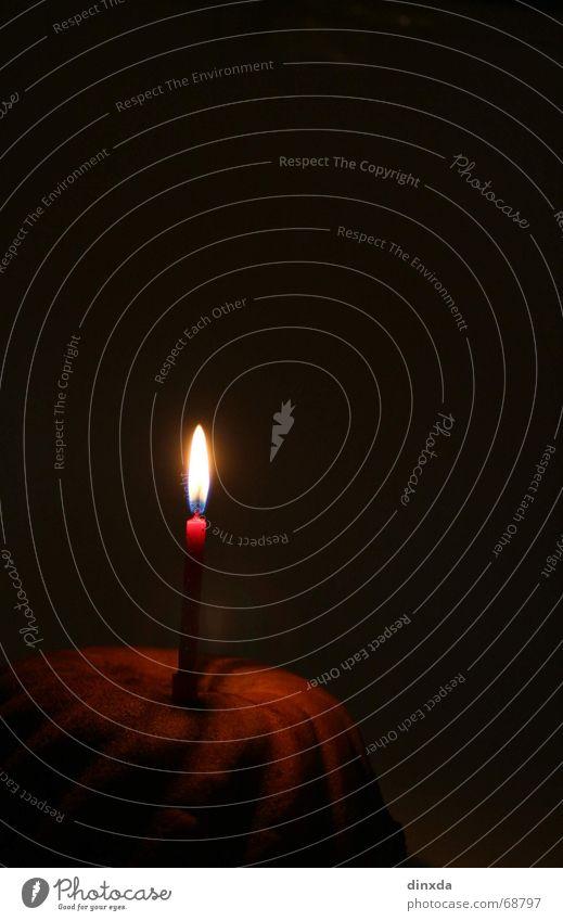 wünsch dir was Kerze dunkel Geburtstagstorte Kuchen Wunsch Brand Flamme Lichterscheinung Wärme