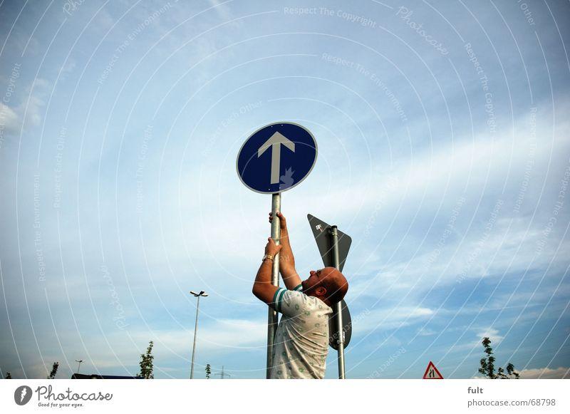 nach oben Mann Aktion Pfeil Schilder & Markierungen Klettern Himmel Bewegung ziehen
