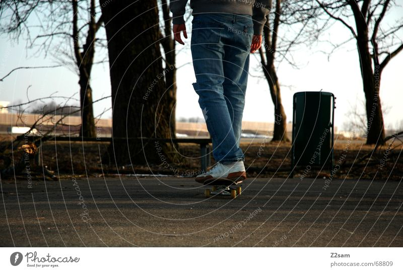 thoughtfully Wege & Pfade Denken fahren stehen Skateboarding Abenddämmerung Rolle rückwärts Parkdeck