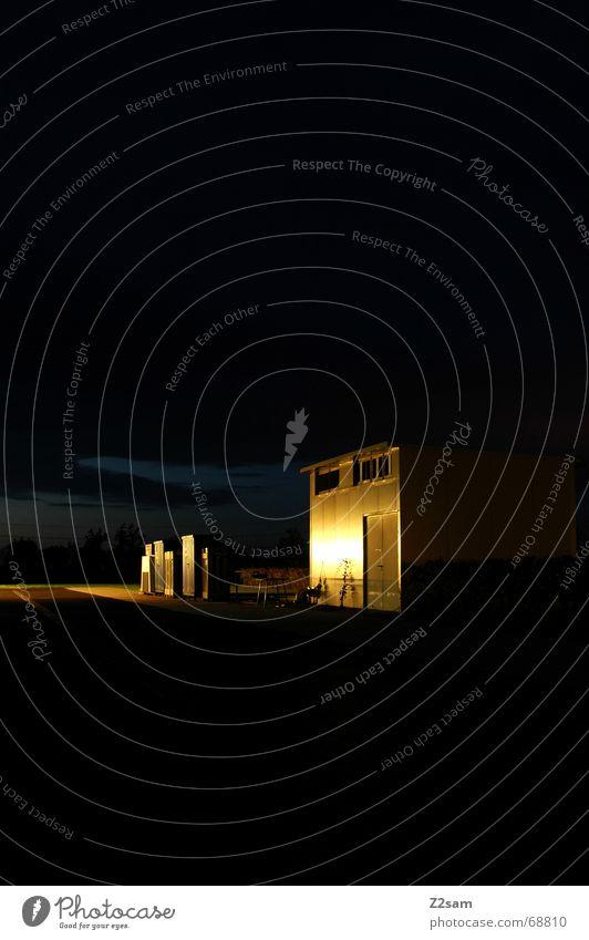 shed in the light Licht Abenddämmerung gelb Belichtung Himmel Langzeitbelichtung Scheune Hütte Metall blue sky
