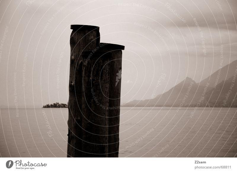 arrival ruhig Einsamkeit Ferne Holz See Hafen Baumstamm Pfosten beruhigend Holzmehl
