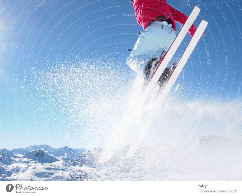 In the air Himmel Sonne Freude Sport Schnee springen Berge u. Gebirge Wintersport Skifahren