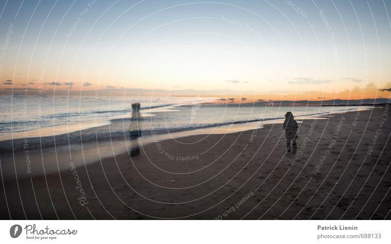 Hier und da Mensch Frau Natur Wasser Meer Erholung Landschaft ruhig Strand Erwachsene Umwelt feminin Küste Körper Wellen Zufriedenheit