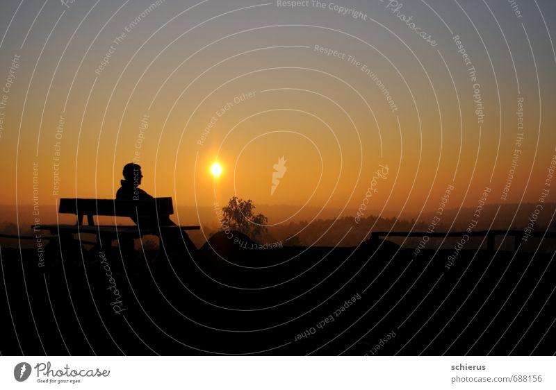 Wintersonne Freiheit Mensch maskulin Mann Erwachsene 1 Landschaft Himmel Sonne Sonnenaufgang Sonnenuntergang Sonnenlicht Schönes Wetter Hügel Erholung Blick