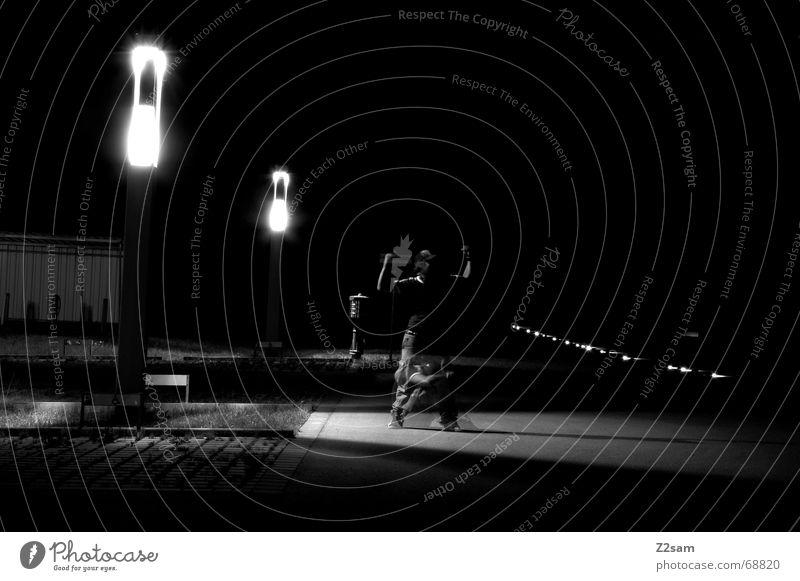 mouse or man? Langzeitbelichtung Licht Laterne Mann stark Schwäche light lightway lichtweg Beleuchtung Straße street Geister u. Gespenster ghost Maus