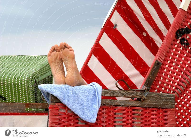 Füsse hoch! Sommer Strand Ferien & Urlaub & Reisen Erholung Fuß Wellness Strandkorb Handtuch Langeoog