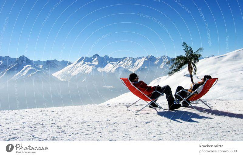 oase Ferien & Urlaub & Reisen Winter ruhig Erholung Schnee sprechen Berge u. Gebirge Freundschaft Freizeit & Hobby Pause Spuren Schweiz Palme Wintersport Liegestuhl Aufenthalt