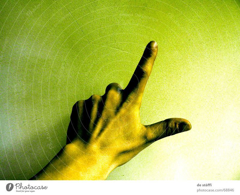 drei Hand grün 2 3 Finger 5 Fingernagel Verlauf Gelbstich verstrahlt Radioaktivität