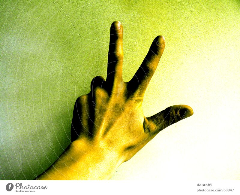 21 000 000 Hand grün 2 3 Finger 5 Ziffern & Zahlen Fingernagel Verlauf Gelbstich verstrahlt Radioaktivität