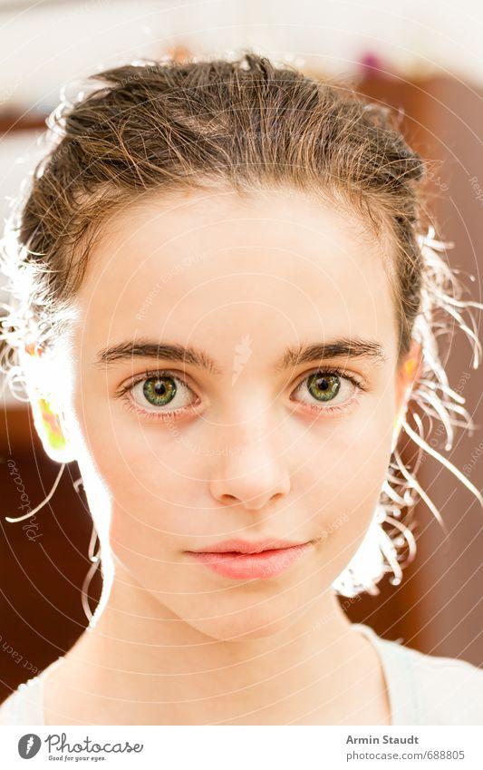 Porträt im Gegenlicht Mensch Kind Jugendliche schön ruhig Gesicht feminin natürlich Stimmung elegant Kindheit authentisch Lächeln ästhetisch Freundlichkeit einzigartig
