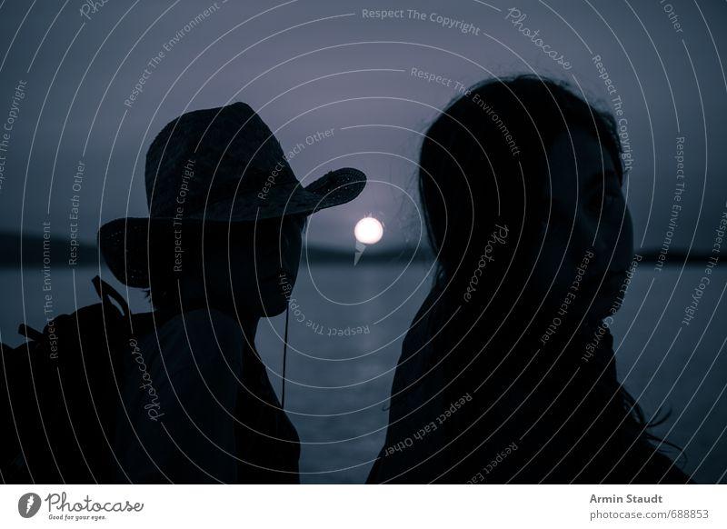 Klassische Silhouette im Sonnenuntergang Mensch Kind Natur Jugendliche Ferien & Urlaub & Reisen blau Meer Landschaft Ferne feminin Freiheit Stimmung Horizont