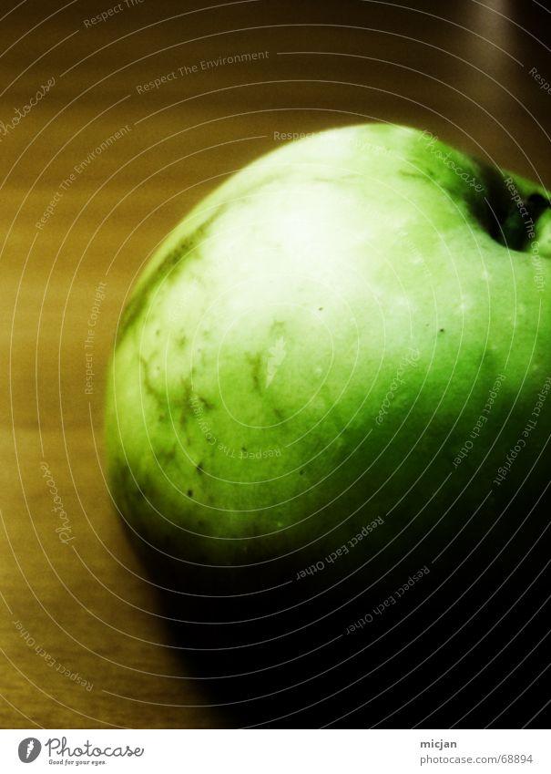 es.war.einmal.. weiß grün schwarz dunkel Ernährung Lebensmittel Holz hell braun Frucht Ordnung verrückt Tisch rund Ball Apfel