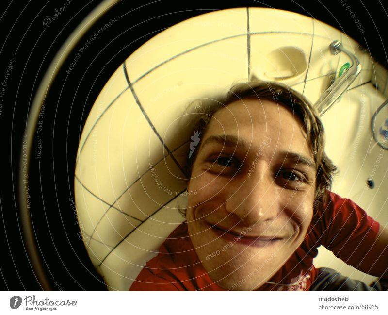 HACKFRESSE Mensch Mann Jugendliche Freude Gesicht lachen lustig maskulin verrückt Bad Badewanne dumm grinsen Fischauge Typ Porträt