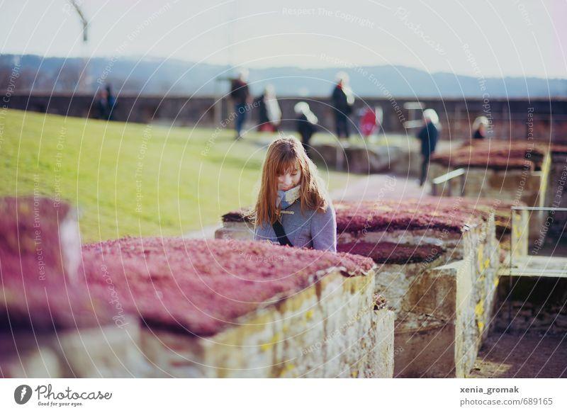 Frühlingstag Mensch Frau Jugendliche Ferien & Urlaub & Reisen Pflanze Junge Frau Ferne Erwachsene Leben feminin Gras Freiheit Freizeit & Hobby frei Tourismus