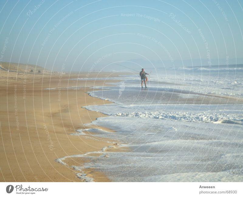 Angler am Meer Wasser Himmel Meer Freude Strand ruhig Ferne Freiheit Sand Platz Stranddüne Angler Atlantik Rauschen hell-blau