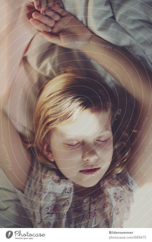 afternoon symphony Mensch feminin Kind Mädchen Kindheit Gesicht 1 8-13 Jahre blond genießen schlafen träumen weiß Geborgenheit Liebe Verantwortung ruhig
